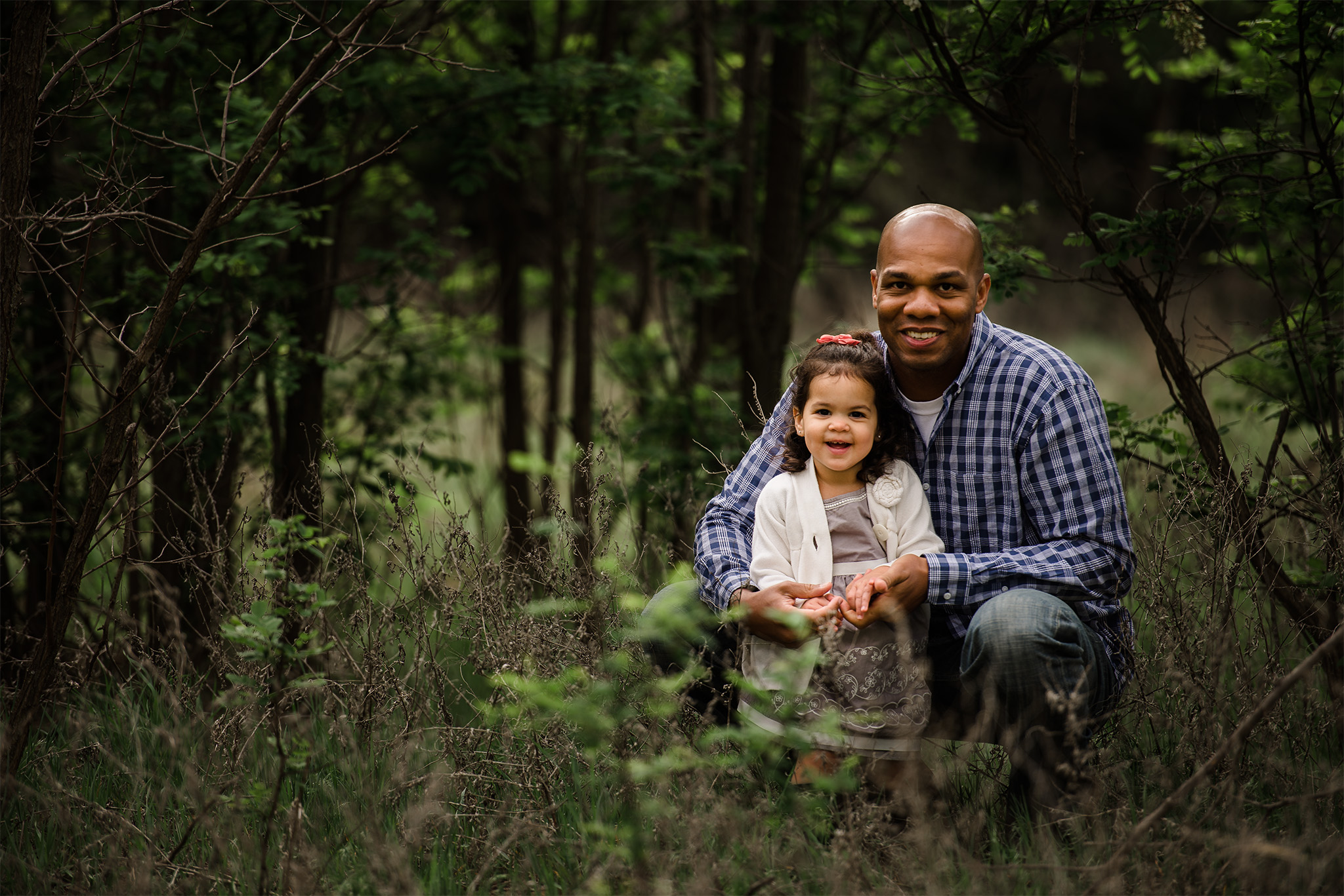 dad posing with daughter