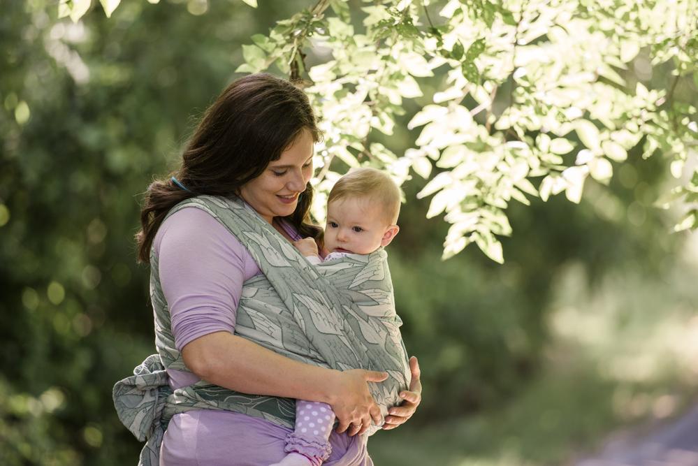 mom-babywearing-spokane-photographer