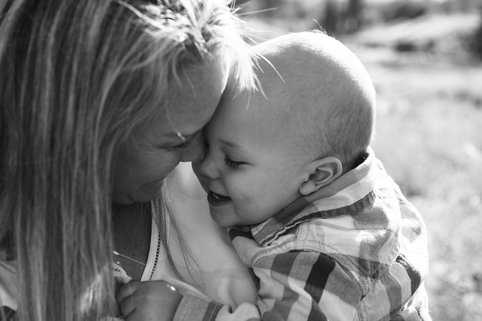 toddler cuddling into mommy