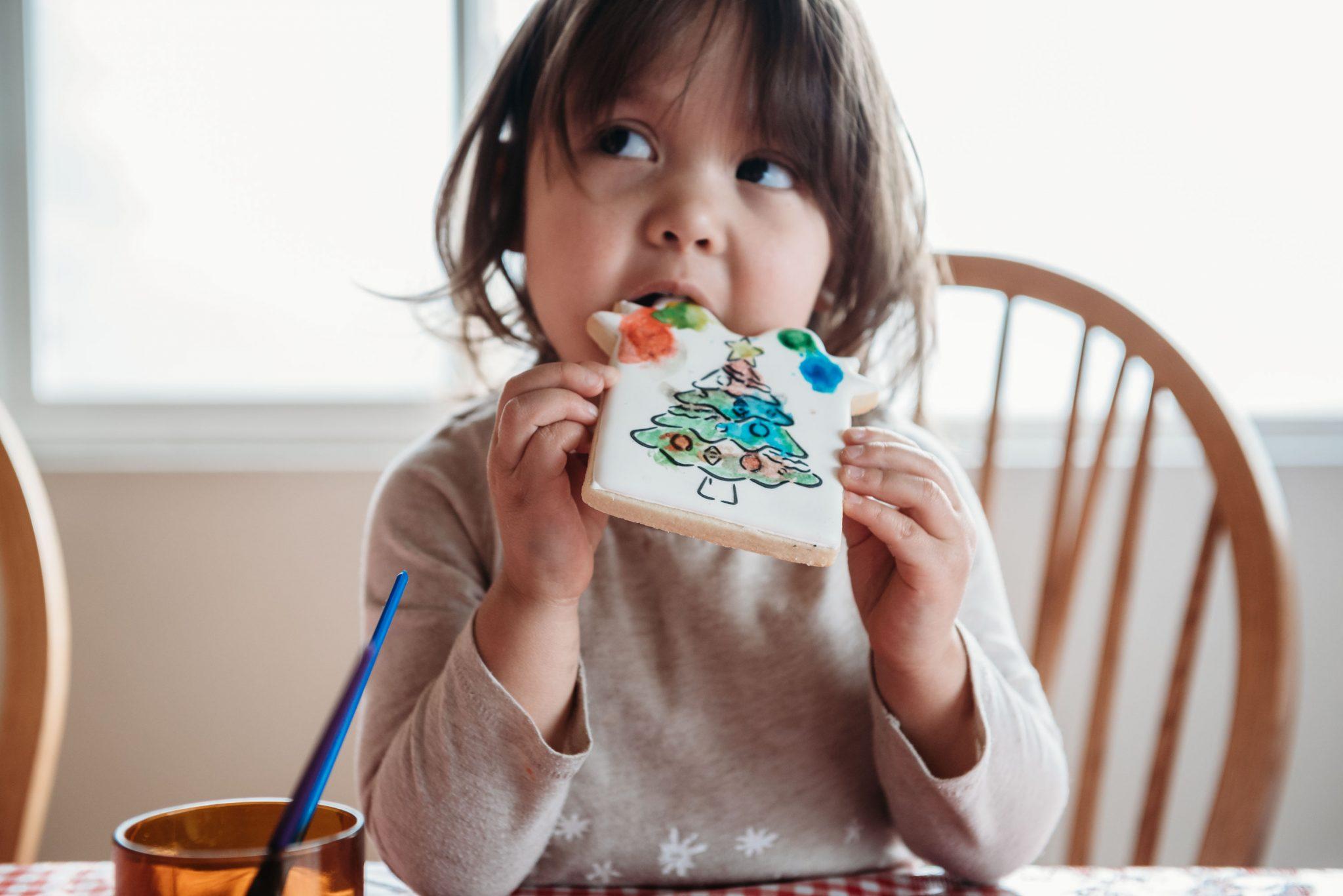 LeeLee and Bea Bakeshop Cookie Painting   Spokane Photographer