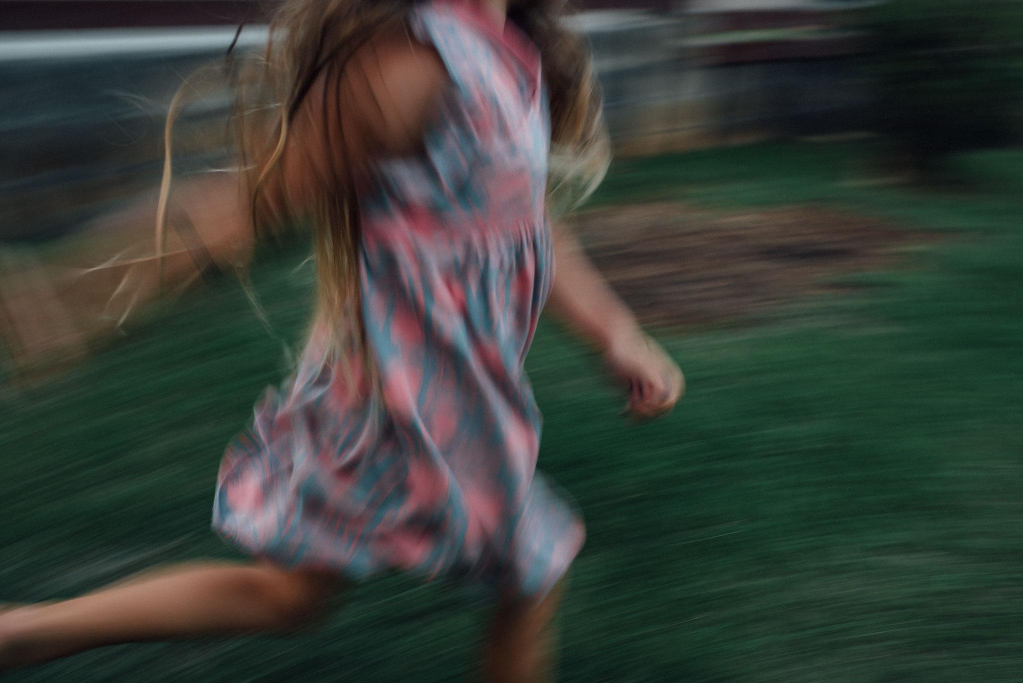 girl_running_spokane_documentary_photographer_1