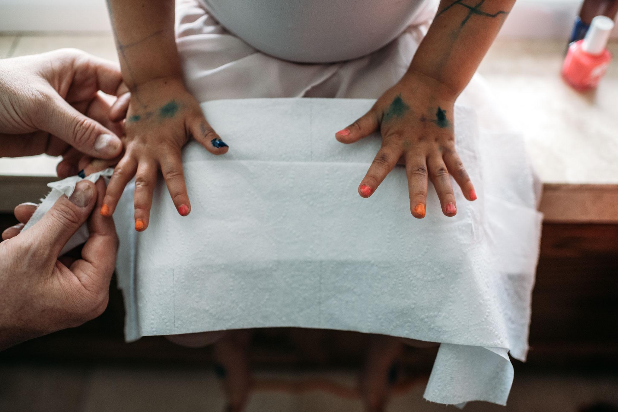 Family Bonding with Nails | Spokane Photographer
