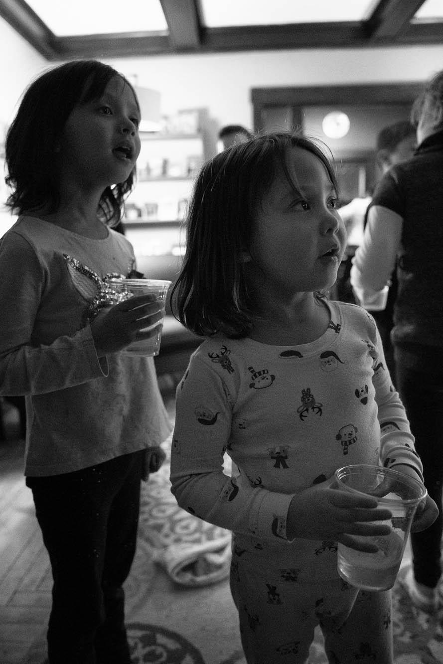 girls watching new years countdown