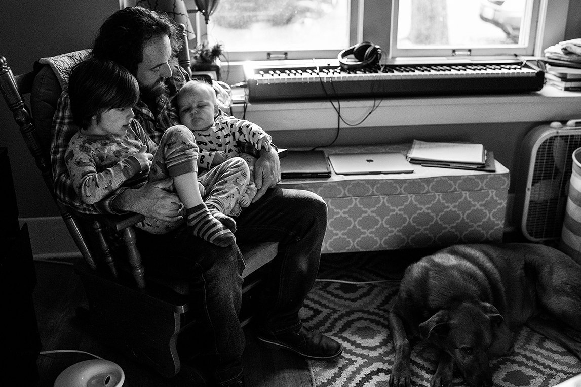 dad holding kids