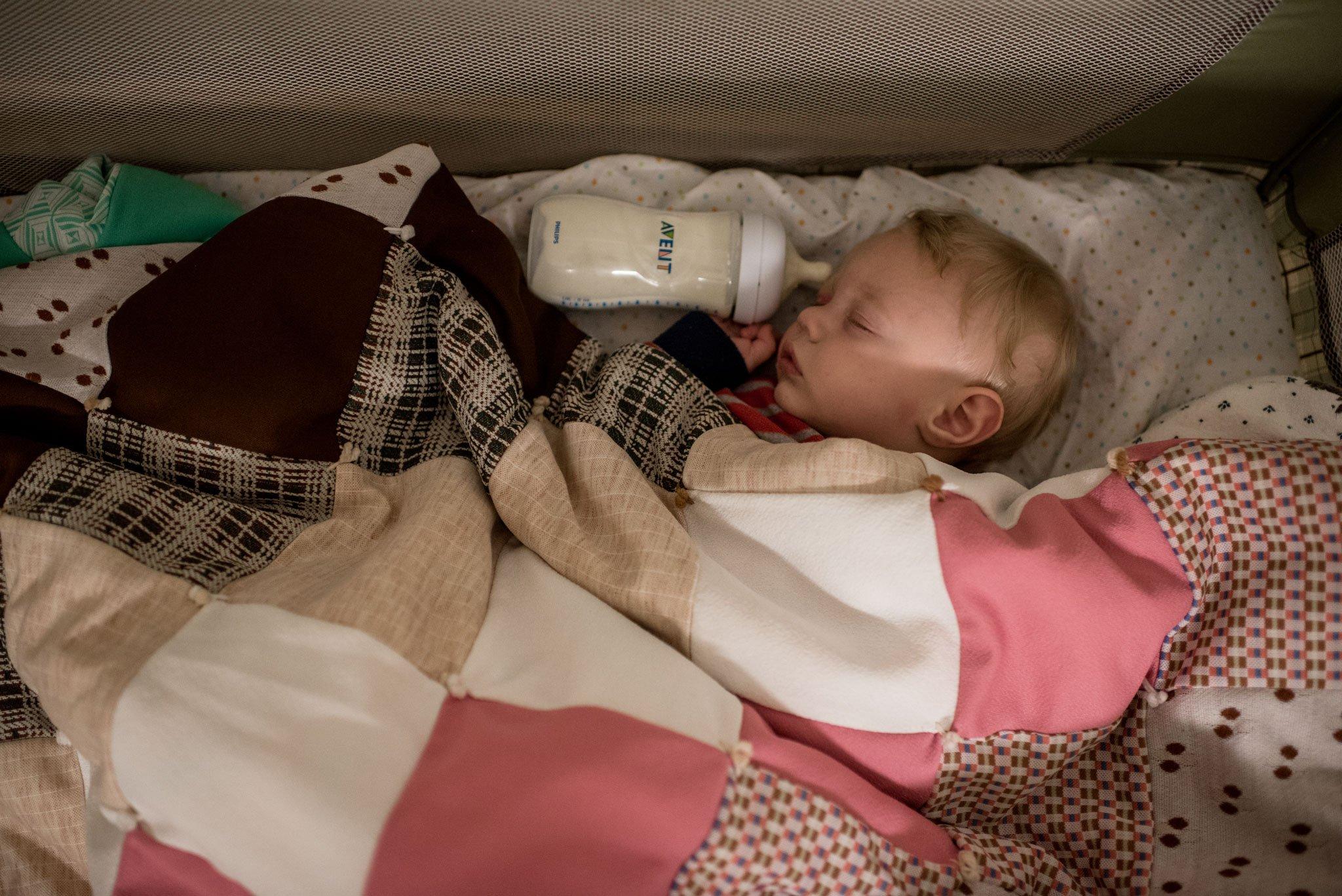 baby falling asleep with bottle
